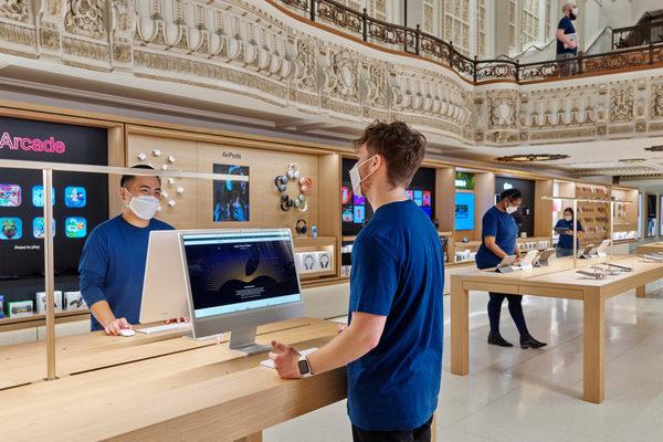 Apple apre oggi uno store in un teatro storico (abbandonato dal 1988)   StartupItalia