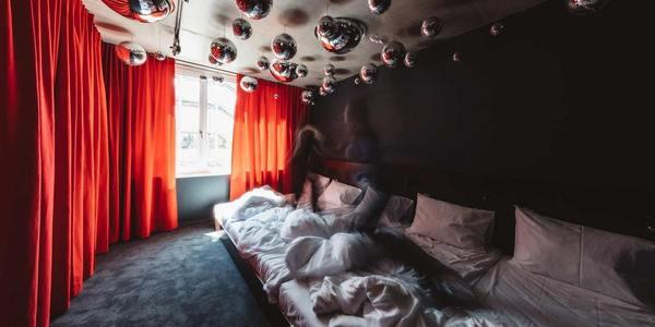 Praterhotel Superbude: Bett für fünf im Discozimmer