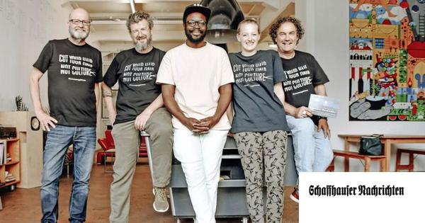 Ein T-Shirt gegen die Krise – ein Kunstprojekt für Kultur und Coiffure