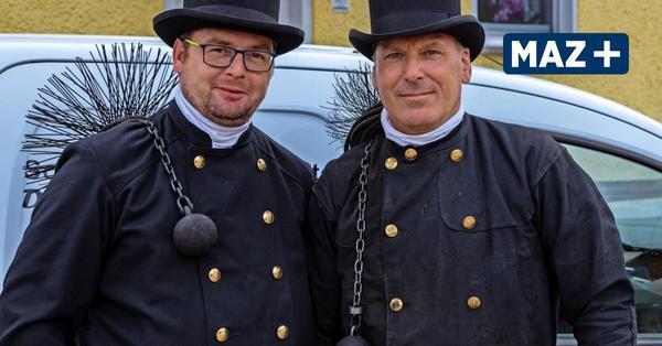 Rathenow: Schornsteinfeger Dennis Hohm und Dirk Slomka