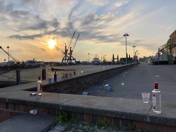 Party-Chaos im Stadthafen Rostock: Wie Polizei und Madsen die Lage in den Griff kriegen wollen