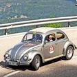 Volkswagen: Herbert Diess fährt im Käfer durch die Dolomiten