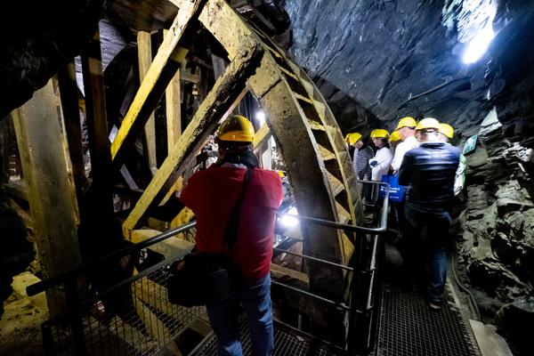 Bei Führungen lässt sich die Arbeit der Bergleute unter Tage nachvollziehen. (Foto: Peter Steffen/dpa)