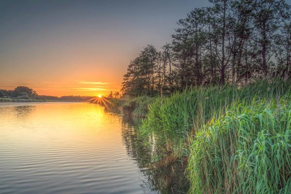 Sonnenuntergang an der Peene (Foto: Katrin Schäfer)