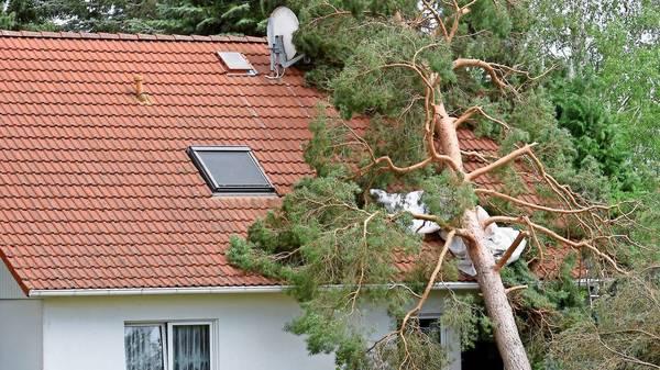 Schaden durch Unwetter und Sturm: Was tun, wenn die Versicherung nicht zahlt?