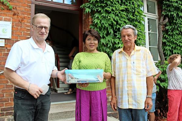Gerhard Hafner (l.) mit Ehefrau Felomina und Bürgermeister Dieter Sehm.
