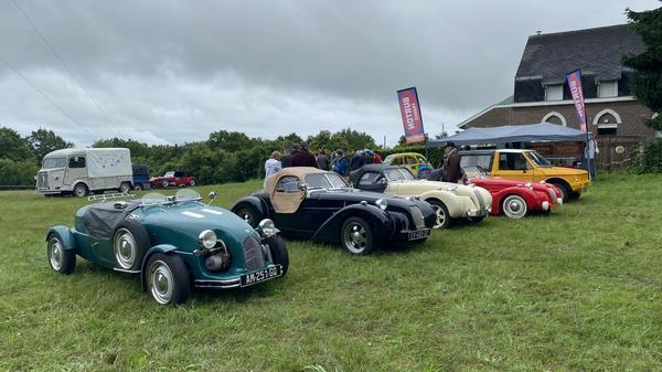 Le premier rassemblement international de kitcars et 2 cv dérivés organisé à Berthen - De eerste internationale bijeenkomst van kitcars en 2CV-afgeleiden in Berthen