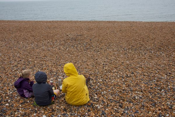 A drizzly beach plastic-free picnic for 2 Minute Day