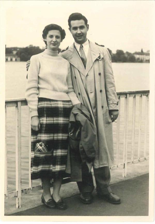 Die Geschwister Ruth und Hans-Ludwig Levy trafen sich 1957 in Hamburg.  (Foto privat)