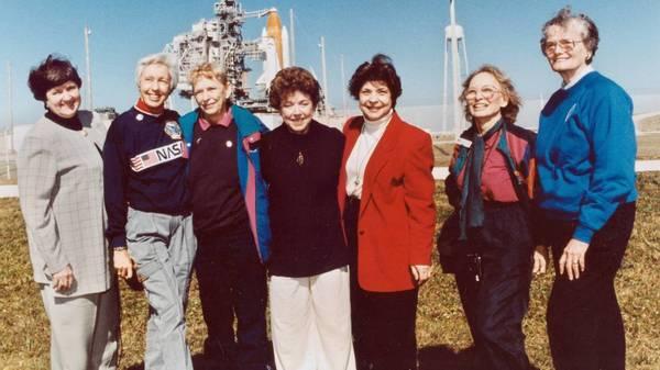 Weltraum-Trip: 82-jährige Ex-Pilotin begleitet Jeff Bezos auf Jungfernflug