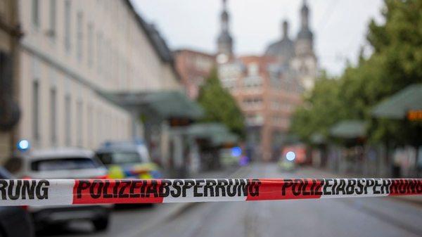 Messerangriff in Würzburg:Amtsgericht kannte den Täter aus vier Verfahren