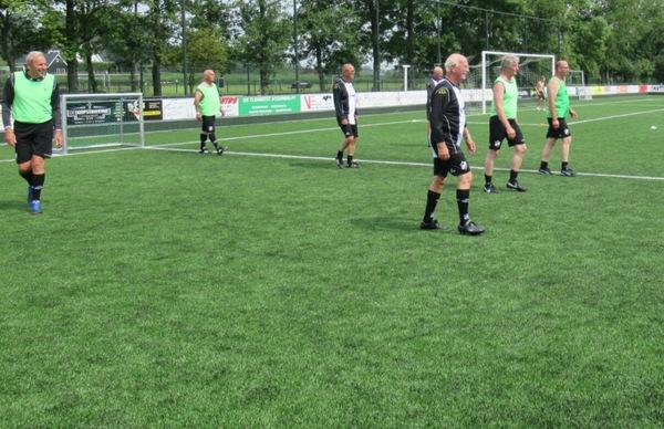 Walking Football weer van start   De Orkaan