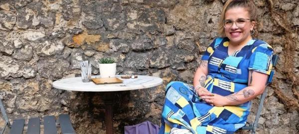 """Ninia LaGrande Binias in ihrem Lieblingscafé """"Fräulein Schicht"""""""