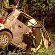 Unfall bei Reinbek: Auto stürzt Abhang hinunter und prallt gegen mehrere Bäume – 19-Jähriger verletzt