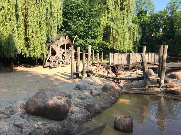 Ein Wasserspielplatz mitten in der Innenstadt. Foto: Nadine Pensold