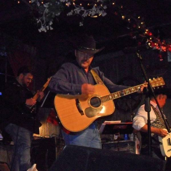 Marketplace & Live Music by Howard Decker!   Friday @ 6:30 PM