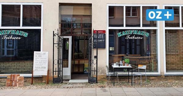 Gedeckter Tisch trotz Leerstand: Künstler machen altes Kaufhaus von Tribsees zum Restaurant