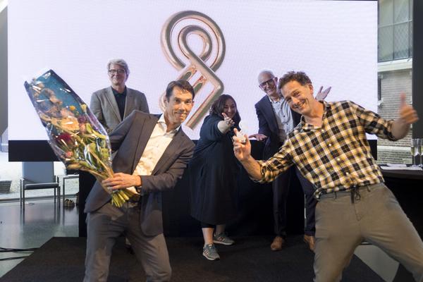De winnaars met de jury op de achtergrond, klik voor meer foto's