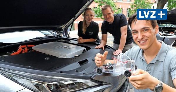 Ungewöhnliche Physikstunde mit Limousinen auf dem Schulhof: 16-jähriger Leipziger glänzt mit Vortrag über Wasserstoff-Autos