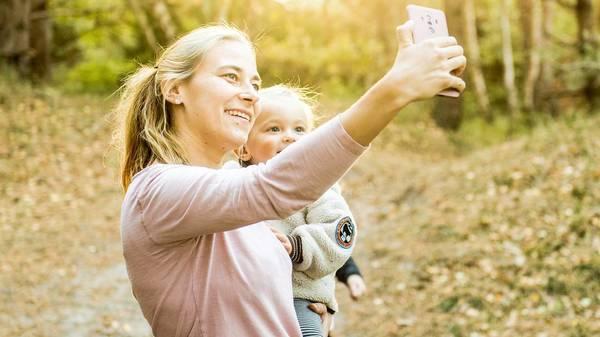 Warum Eltern Urlaubsbilder ihrer Kinder besser nicht online posten