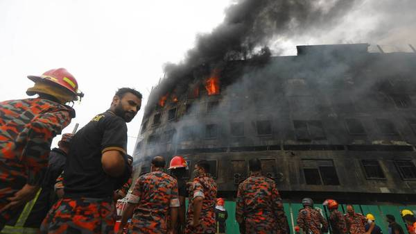 Mehr als 50 Tote bei Fabrikbrand in Bangladesch