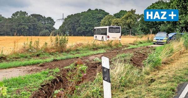 Linienbus landet auf Feld zwischenLiethe und Bordenau