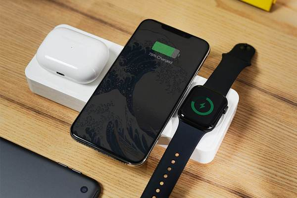 Recharge your Apple devices with this 4-in-1 wireless charger