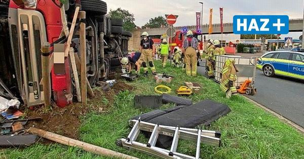 Lkw hinterlässt bei Unfall auf Rasthof Lehrte ein Trümmerfeld