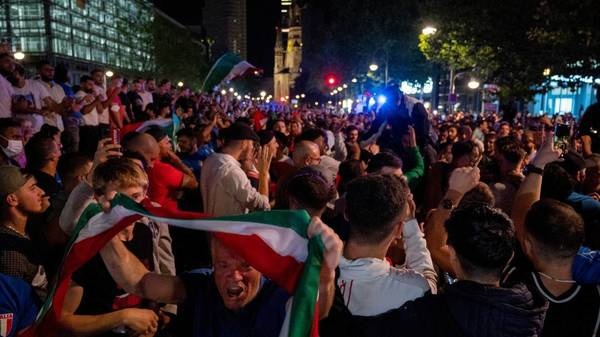 EM 2021: Italienische Fans feiern Titel in Deutschland mit Autokorsos und Partys