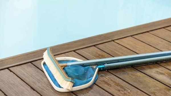 Pool ablassen: Wie entsorge ich nach dem Badespaß im Garten das Wasser richtig