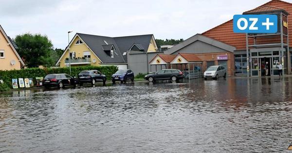 Insel Usedom: Nach Starkregen plötzlich See vor dem Netto-Markt in Trassenheide