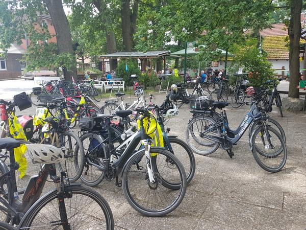 Der Alte Posthof in Engensen ist als Biergarten geeigneter Treffpunkt auch für Fahrradfahrer. (Foto: Bernd Haase)