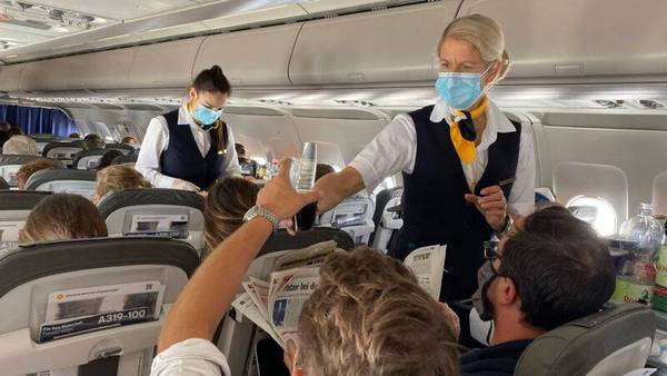 """Lufthansa schafft Bord-Begrüßung """"Damen und Herren"""" ab - künftig geschlechterneutrale Sprache"""