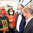 Olaf Scholz und Stephan Weil besuchen VW Nutzfahrzeuge in Hannover
