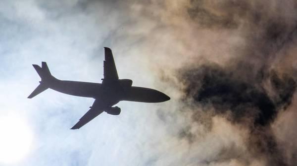 Klimaschutz im Flugverkehr: CO₂-neutrales Fliegen ist nicht gleich klimafreundlich
