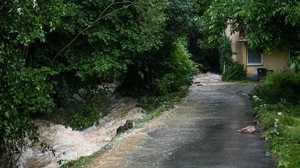 Sturmtief Bernd: Sturzflut reißt Person mit sich, Hochwassergefahr in Baden-Württemberg steigt