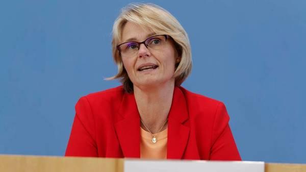"""Anja Karliczek: """"Wir brauchen für die Schulen einen Stufenplan"""""""