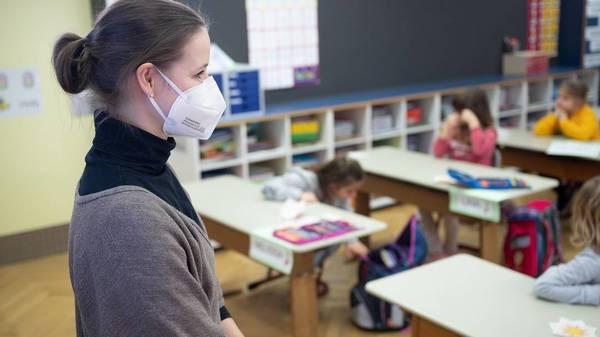 """Lehrerverband fordert Vorbereitung auf """"erneute Phase des Wechselunterrichts"""""""