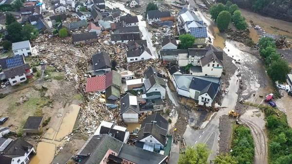 Starkregen, schwere Gewitter, Sturm: Historische Höchststände an der Mosel - Feuerwehr rettet Menschen in Trier
