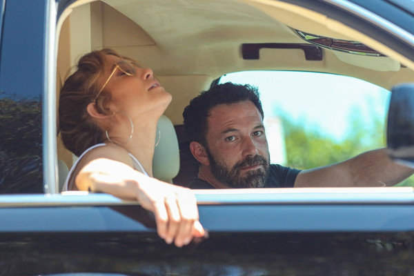Ben Affleck keeps his cool while Jennifer Lopez loses hers in LA traffic