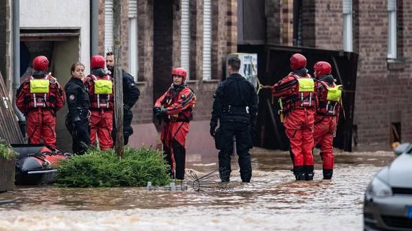 Liveblog: Mindestens 80 Tote nach Unwetter, Rurtalsperre läuft über, Häuser in Erftstadt eingestürzt