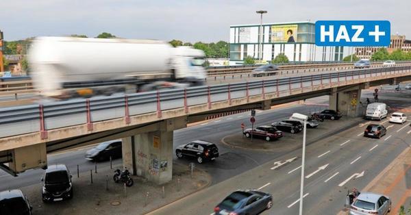 Kampfmittelsondierung: Parkplätze unter der Schnellwegbrücke werden gesperrt