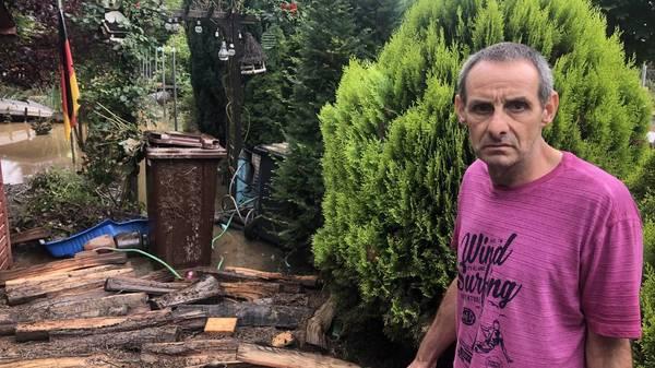 """Flutkatastrophe in Erftstadt-Blessem: """"Dann haben sie mich mit dem Radlader rausgeholt"""""""