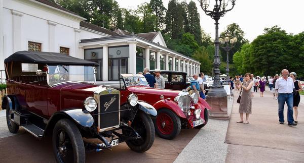 Oldtimer-Meeting Baden-Baden verwandelt den Kurpark in eine automobile Flaniermeile