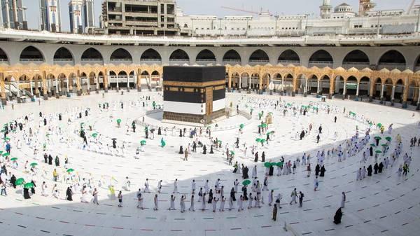 Mekka: Tausende Pilger machen Wallfahrt Hadsch in Saudi-Arabien - unter Corona-Einschränkungen