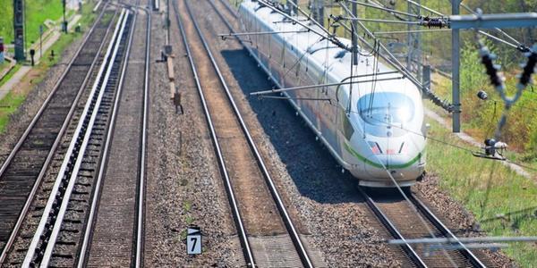 Nach Unwetter in Sachsen: Bahnstrecke Dresden-Prag wieder teilweise frei