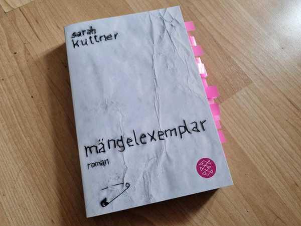"""""""Mängelexemplar"""" von Sarah Kuttner. Foto: Sarah Kugler"""