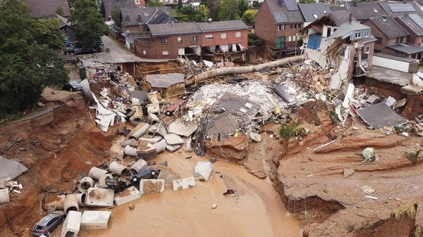 Liveblog: Viele Anwohner aus Erfstadt dürfen nach Erdrutsch in ihre Häuser zurückkehren