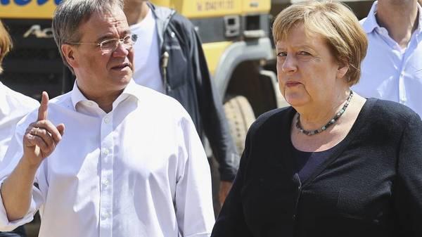 """Laschet und Merkel im Hochwassergebiet: """"Es ist eine Katastrophe, die menschengemacht ist"""""""