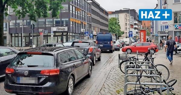 Polizei und Anwohner schlagen Alarm: Tägliche Staus rund um gesperrte Schmiedestraße